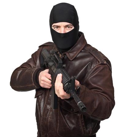 hijacker: retrato de penal con el rifle M4 en blanco Foto de archivo