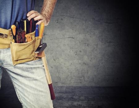 closeup image sur bricoleur ceinture porte-outils