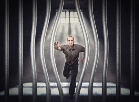 fuga: Homem tenta fugir da pris