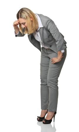 naar beneden kijken: blonde zakenvrouw kijken neer op wit geà ¯ soleerd