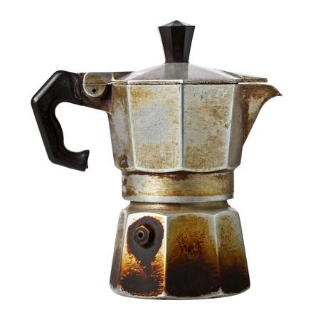 alte Kaffeemaschine isoliert auf weiß