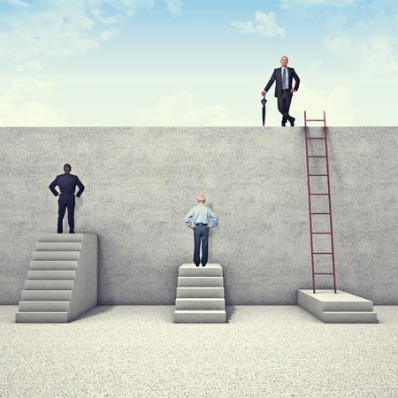 obstaculo: los empresarios y los obstáculos metafórico Foto de archivo