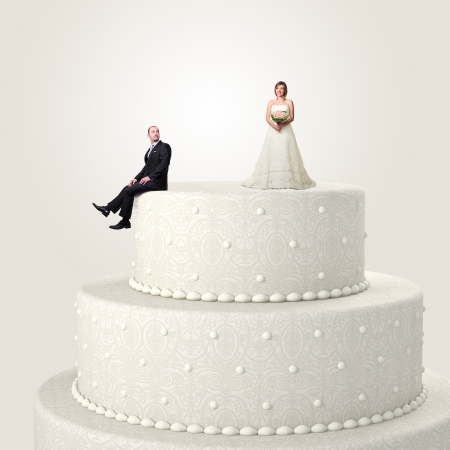 wedding: 3D婚禮蛋糕和有趣的情侶形勢 版權商用圖片