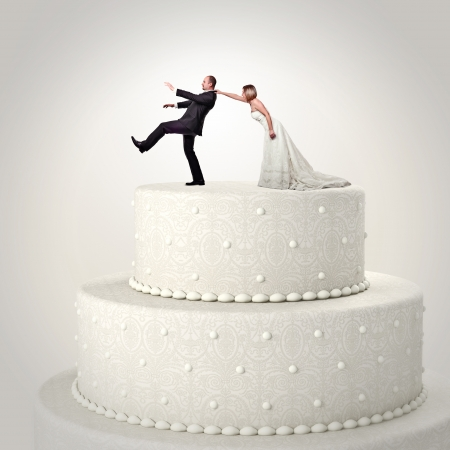 cake stand: 3d wedding cake and funny couple situation