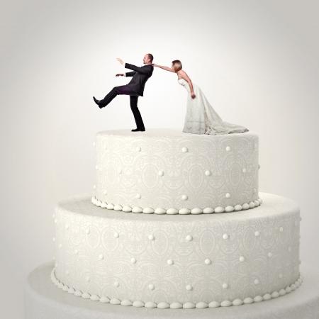 torta: Torta de la boda 3d y situación de pareja divertida Foto de archivo