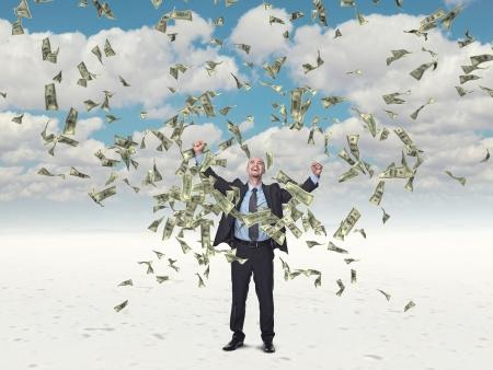 money flying: hombre feliz y dólar volando