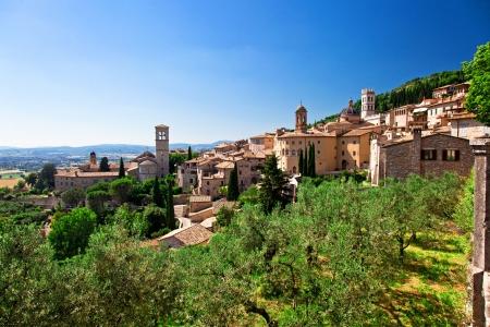 イタリアの中世のアッシジの町の眺め