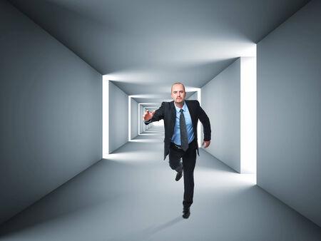 silueta hombre: Imagen 3D de t�nel abstracta y hombre corriendo