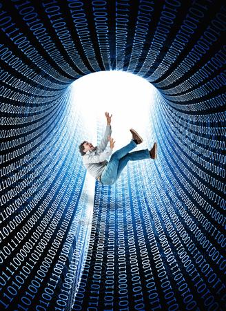 hombre cayendose: 3d abstracto Tunnell con código binario y que entren hombre