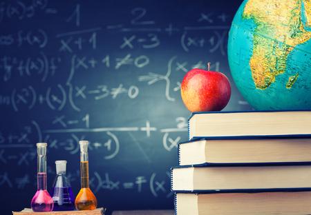 pizarron: concepto de escuela libro manzana y el pizarrón
