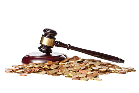 martillo juez: judge gavel and euro coin on white background