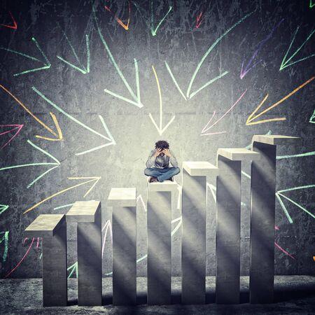 desesperado: hombre desesperado en la escalera de concreto