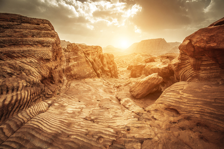 Detail of sandstone rocks in the light of sunset, path of the Nabataeans, picturesque landscape located in Petra, Jordan. 版權商用圖片