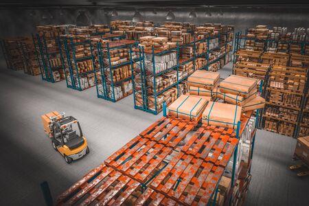 vista interna e dall'alto di un centro di distribuzione in un magazzino pieno di colli e merci con carrello elevatore in azione. immagine 3D. Logistica e concetto di produzione.