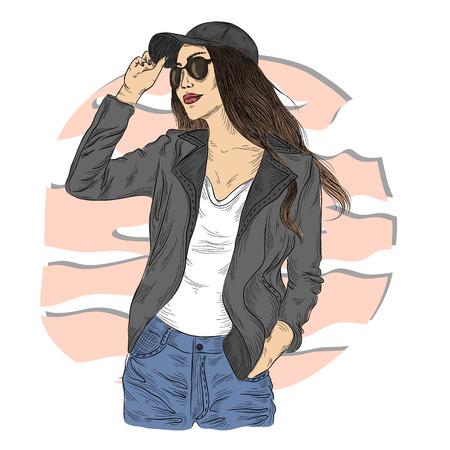 Chica de moda en la chaqueta y los pantalones vaqueros con gafas de sol negros y gorra negra. Ilustración de moda. Mujer elegante en colores desnudos, y peinado de ombre. Ilustración de vector dibujado a mano sobre fondo soleado de verano. Foto de archivo - 82182338