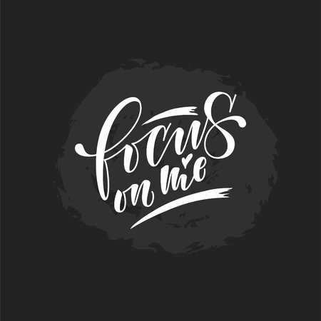 focus on me lettering. Hand drawn vector illustration, greeting card, design, logo. hand lettering stylized design chalk design, white lettering on blackboard. 矢量图像
