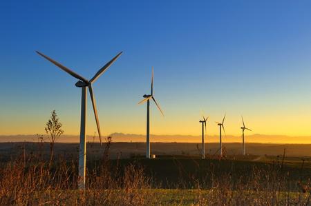 turbin: ett vindkraftverk i södra Frankrike Stockfoto
