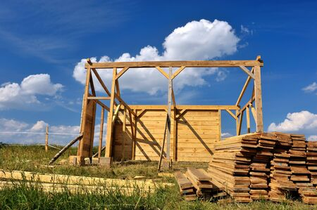 roof beam: construction of a small wooden hut