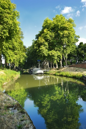 midi: the Canal du Midi, in downtown Toulouse