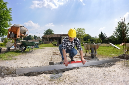 slabs: a bricklayer on a building site Stock Photo