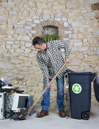 reprocess: cleaning of old computer equipment for recycling