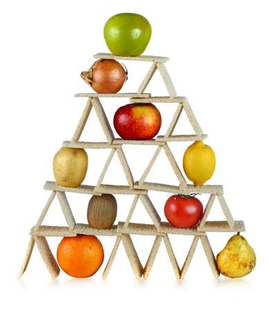 balanza: dieta equilibrada, comer frutas y verduras Foto de archivo