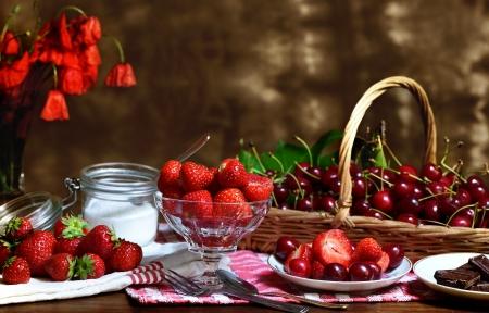 strawberry chocolate: Tasting of strawberries and cherries from the garden  Stock Photo