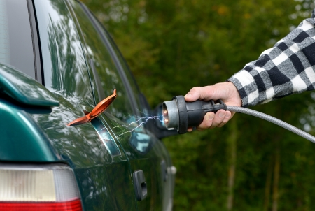 electrocute: the risk of charging of an electric car