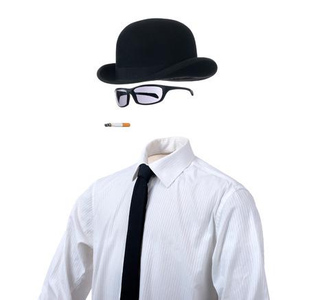 Hombre invisible en el fondo blanco