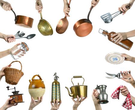 cucina antica: vecchi utensili da cucina su sfondo bianco