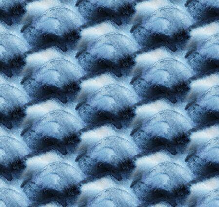 Seamless tie-dye pattern of indigo color on white silk. Hand painting fabrics - nodular batik. Shibori dyeing. Archivio Fotografico - 129174933