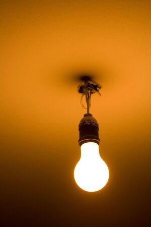 electric fixture: lampadina appesa al soffitto