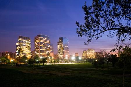 Edificios modernos en Nueva Las Condes, Santiago de Chile, Sudam�rica  Foto de archivo - 7558007