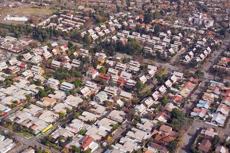 middle class: Vista aérea de un barrio de clase media en Santiago de Chile