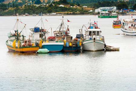 Vissersboten in Dalcahue op het eiland Chiloe