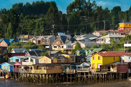 trampoli case tradizionali note come palafitos a Castro, l'isola di Chiloe, Cile