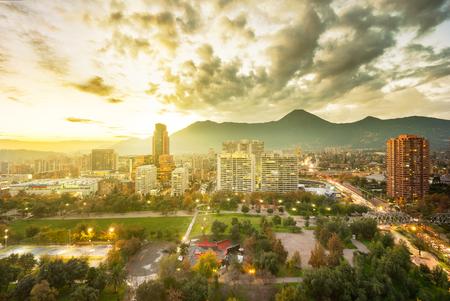Santiago, Région Metropolitana, Chili - 25 mai 2017: Parque Araucano, un parc dans le centre du district de Las Condes, le quartier financier et résidentiel le plus riche du pays. Éditoriale