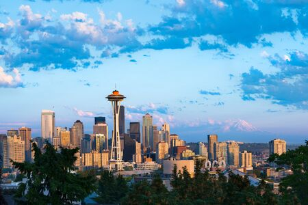 Downtown Seattle with snowed Mount Rainier in the back, Washington State, USA Stock Photo