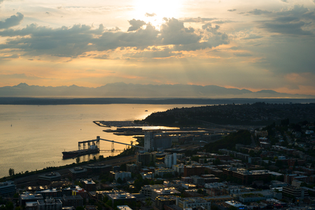 Puget Sound at sunset, Queen Anne and Magnolia districts in Seattle, Washington State, USA Archivio Fotografico
