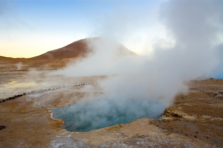 Natural hot spring pool at an altitude of 4300m, El Tatio Geysers, Atacama desert, Antofagasta Region, Chile, South America Imagens