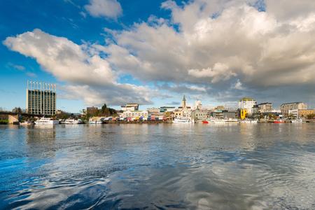 La città di Valdivia sulla riva del fiume Calle-Calle, Regione de Los Rios, Cile Archivio Fotografico