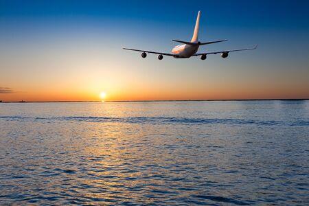 3D-Rendering eines Flugzeugs starten / landen