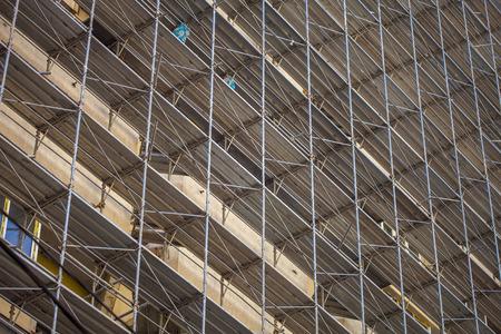 andamios: Edificio en construcción, andamios metálicos
