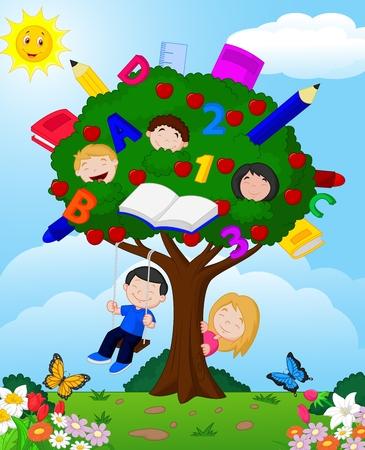 patio escuela: Ni�os de la historieta que juegan en un �rbol de manzanas