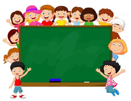 Menigte kinderen cartoon met krijtbord