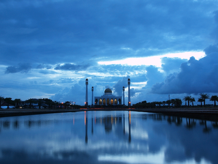 pattani thailand: The Central Mosque of Songkhla (Central Masjid of Songkhla) in twilight Foto de archivo