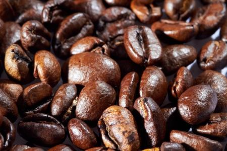 Haufen von schwarzen R�stkaffee.