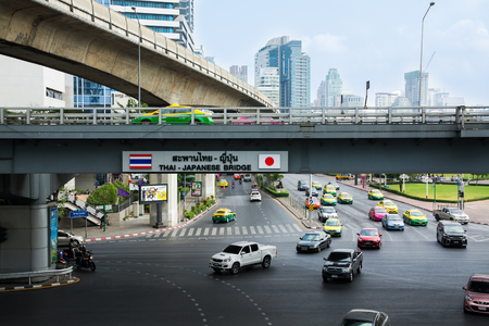 ponte giapponese: Bangkok, Thailand - March 12, 2016: The Bangkok Mass Transit System (BTS). Thai - Japanese Bridge. Editoriali
