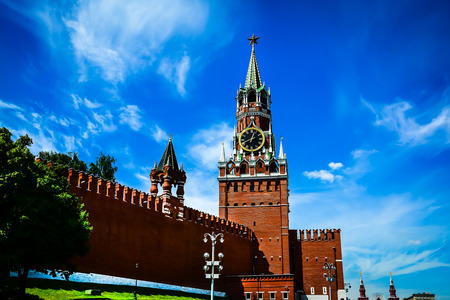 chiming: Kremlin chiming clock of the Spasskaya Tower. Moscow, Russia. Selective focus