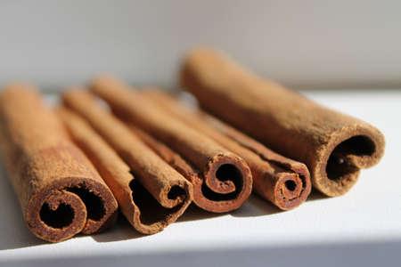 close together: cinnamon sticks lie close together, daylight